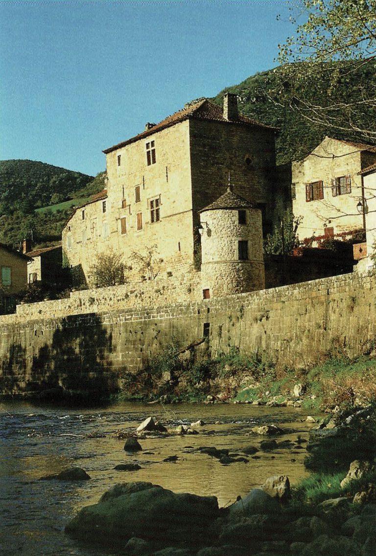 La Sorgues à Versols et son Château